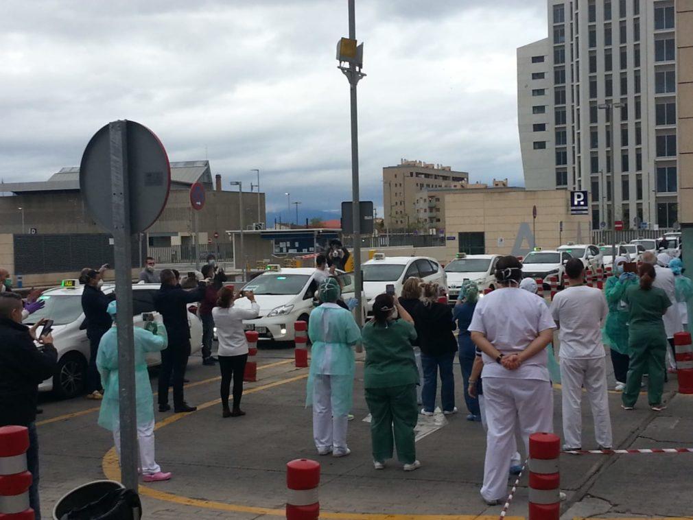 Profesionales sanitarios agradecen aplausos taxistas