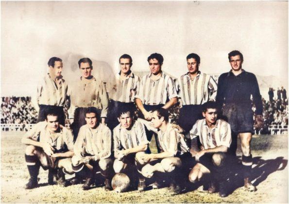 Otra alineación del Granada de la temporada 44-45. De pie: Acedo, Mas, Rey, Millán, Nicola y Martí; agachados: Sosa, Safont, González, Sierra y García