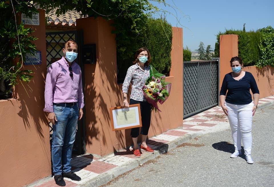 Otura homenajea a Toñi Berdonces, enfermera del centro de salud que se jubila después de 43 años en activo