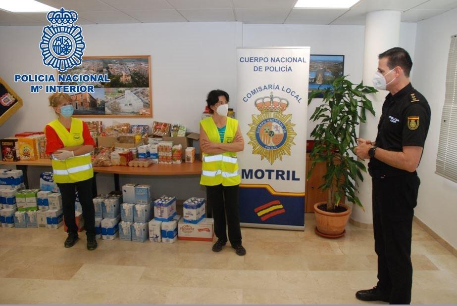 Recogida de alimentos para niños con necesidades Policía Nacional en Motril