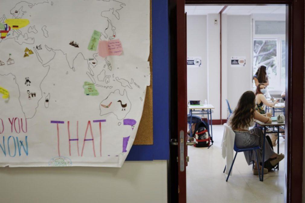 Alumnas colegio Alameda de Osuna de Madrid, con mascarillas y separadas en clase - Jesús Hellín - Europa Press