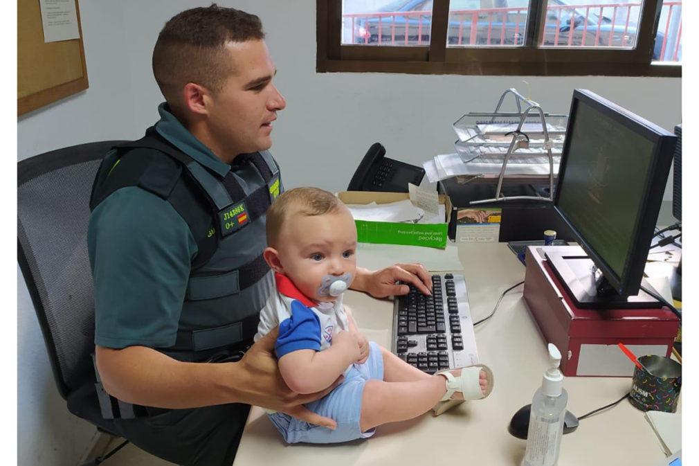 Christian Ríos guardia civil auxilia bebe Izan