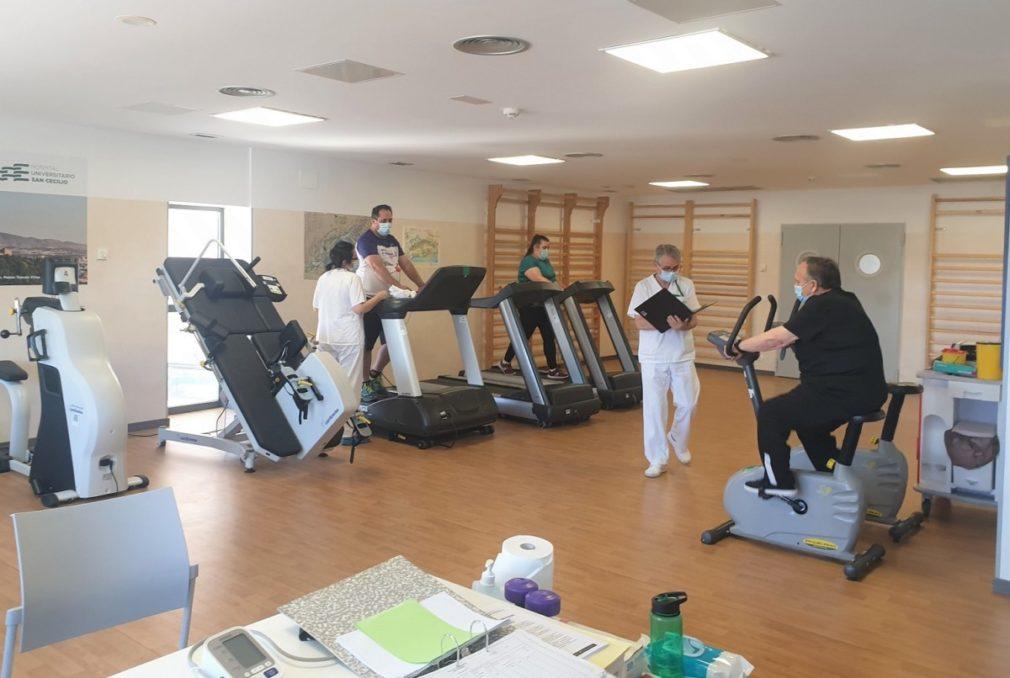 Entrenamiento en sala rehabilitación cardiaca