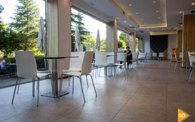 Los bares de Granada abren su interior en el inicio de la fase 2