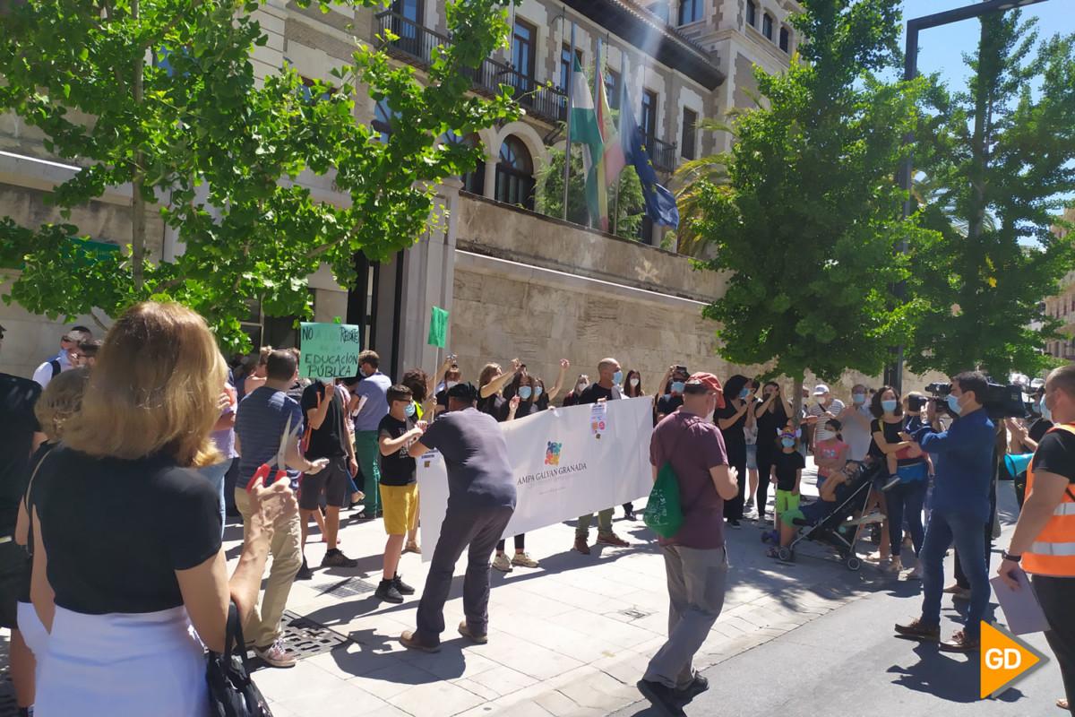 FOTOS PROTESTA DE PADRES (1)