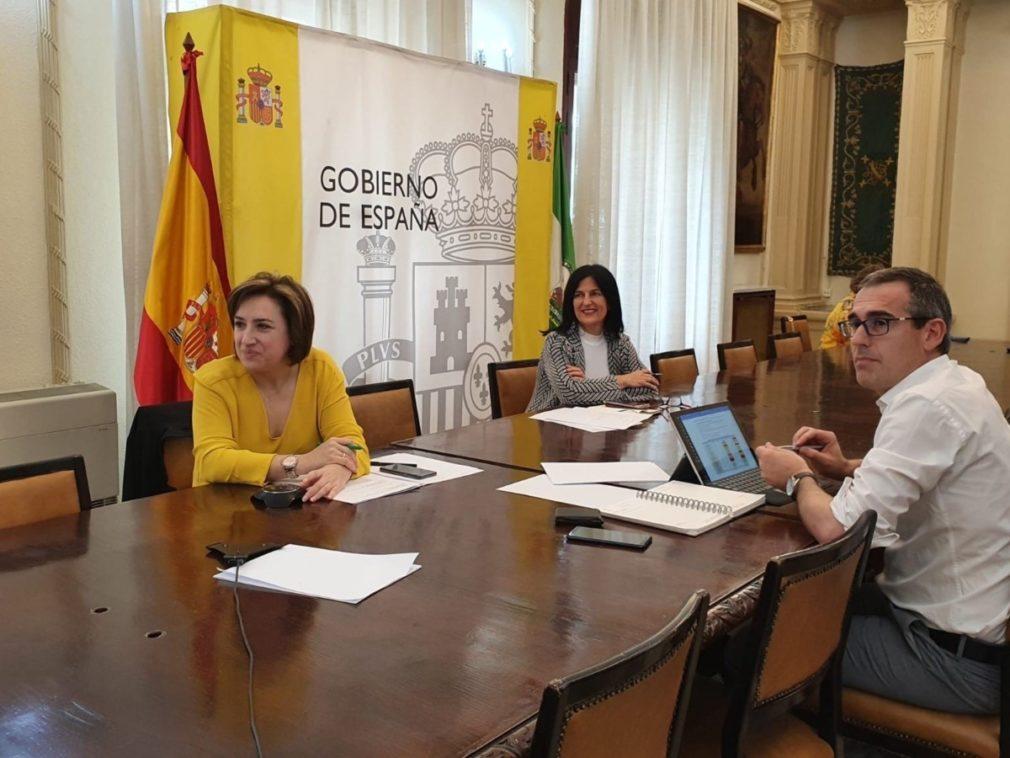 La delegada del Gobierno en Andalucía, Sandra García, preside la Mesa del Aeropuerto de Granada y Jaén - SUBDELEGACIÓN DEL GOBIERNO