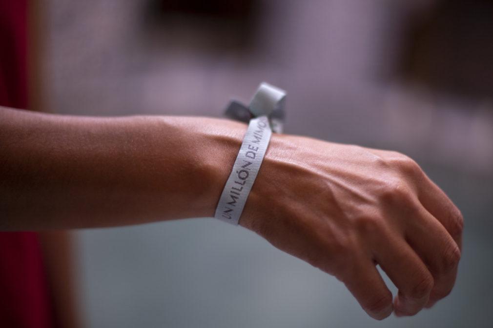 la pulsera solidaria UN MILON DE MIMOS