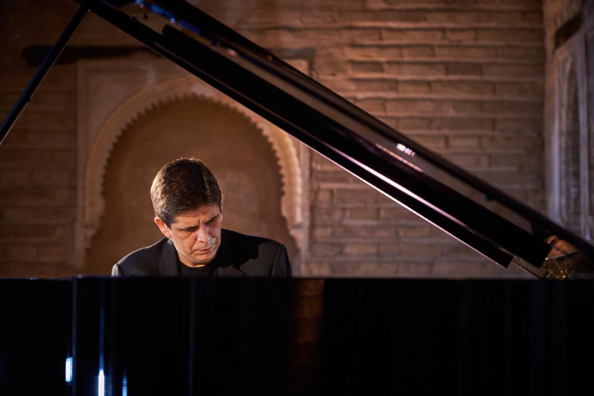 200705 - Javier Perianes en el Portico del Palacio del Partal - Fermin Rodriguez_0001 - copia