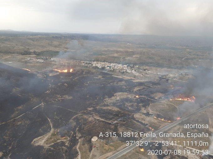 Incendio forestal en Freila