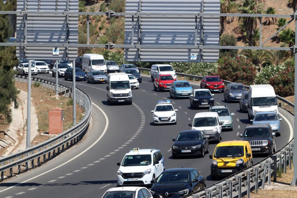 Tráfico en los accesos y salidas de Málaga - Álex Zea - Europa Press