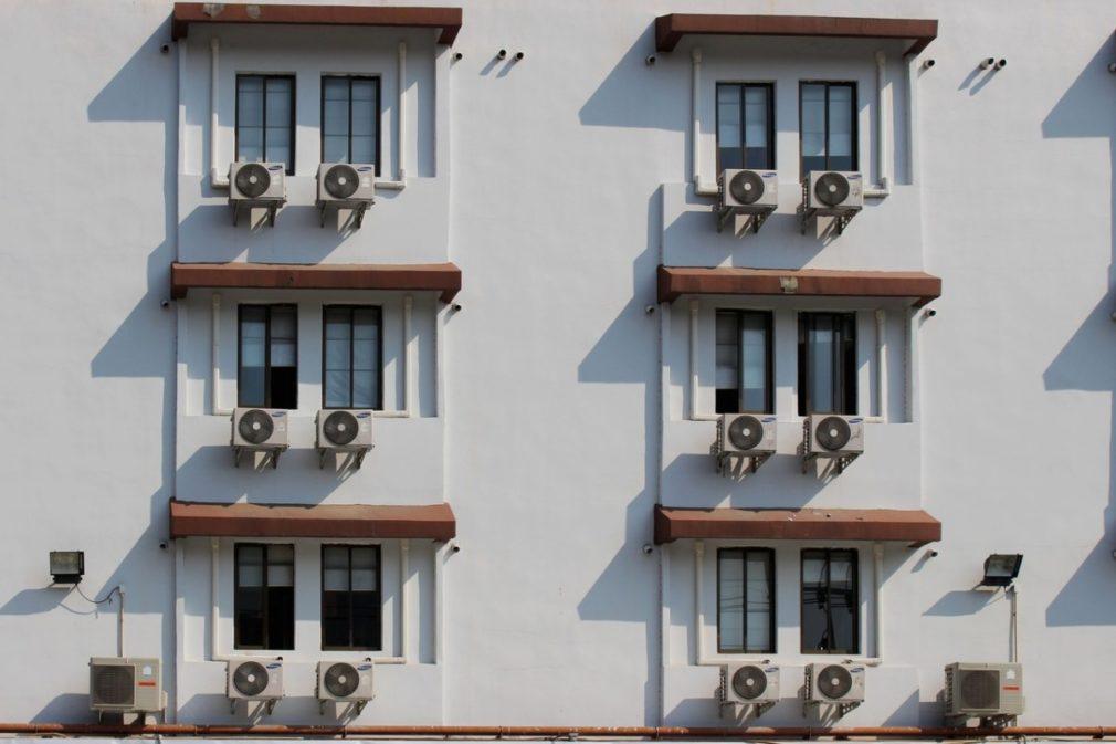Aires acondicinados, fachadas, edificios, ventanas, muros