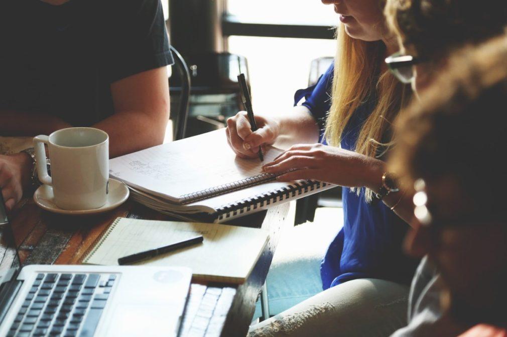 startup-reunion trabajadores Foto Pixabay