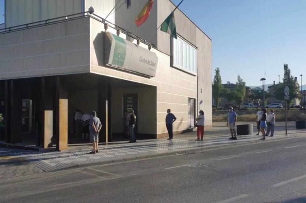 Granada.- Coronavirus.- Maracena pide una solución a las colas del centro de salud en los accesos de un colegio