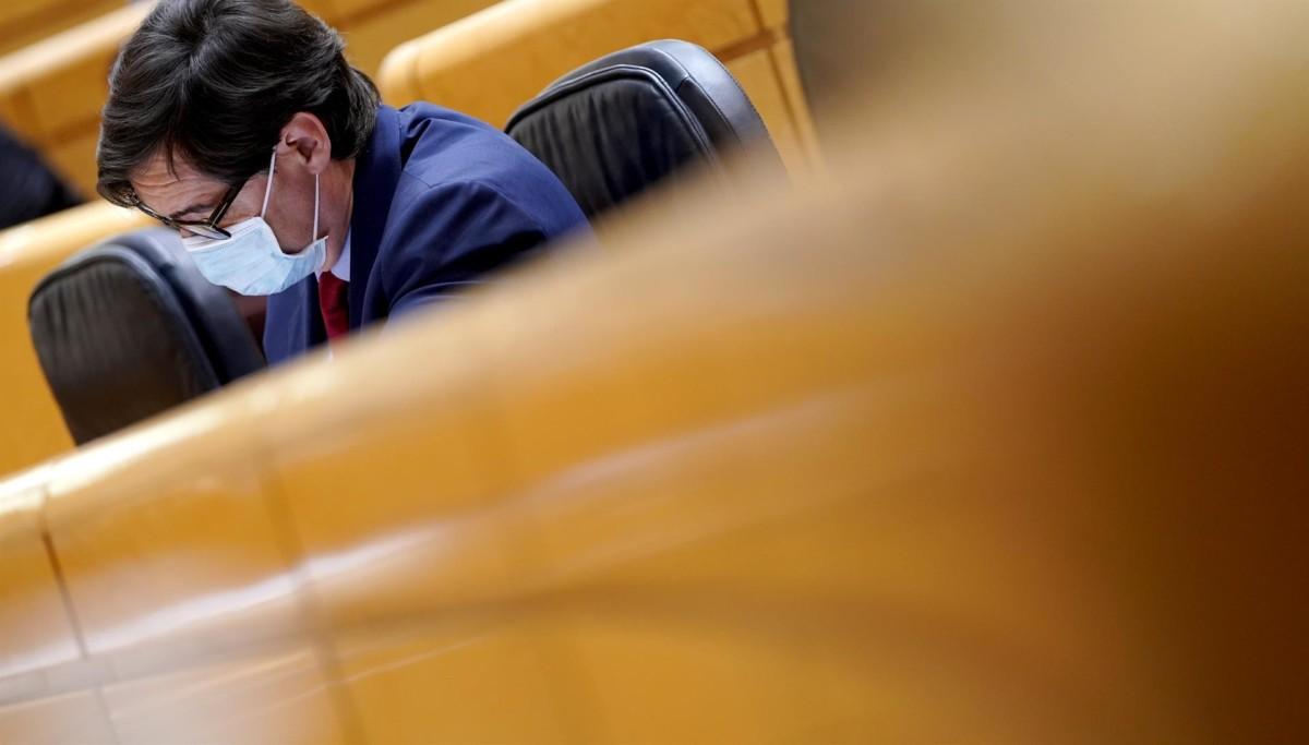 El ministro de Sanidad, Salvador Illa, durante una sesión de control al Gobierno en el Senado, en Madrid – Foto Pool
