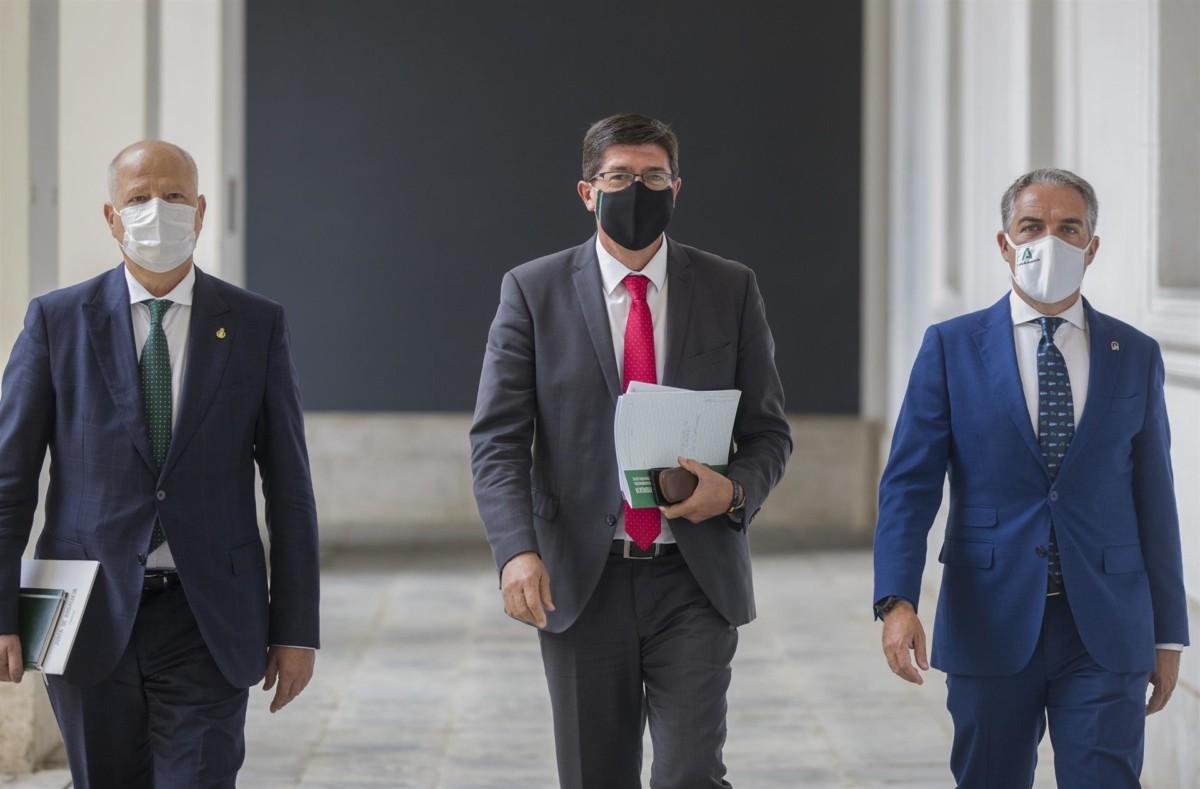 Javier Imbroda, Juan Marín, Elías Bendodo. – MARÍA JOSÉ LÓPEZ – EP