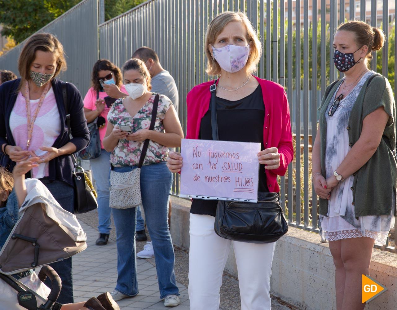 Protesta madres y padres Colegio Vivaldi Carlos Gijon-2