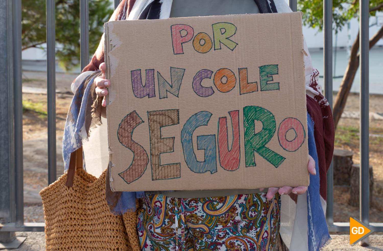 Protesta madres y padres Colegio Vivaldi Carlos Gijon