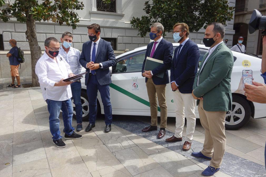 Comienza el área de prestación conjunta de taxis entre Granada, Cenes y Pulianas