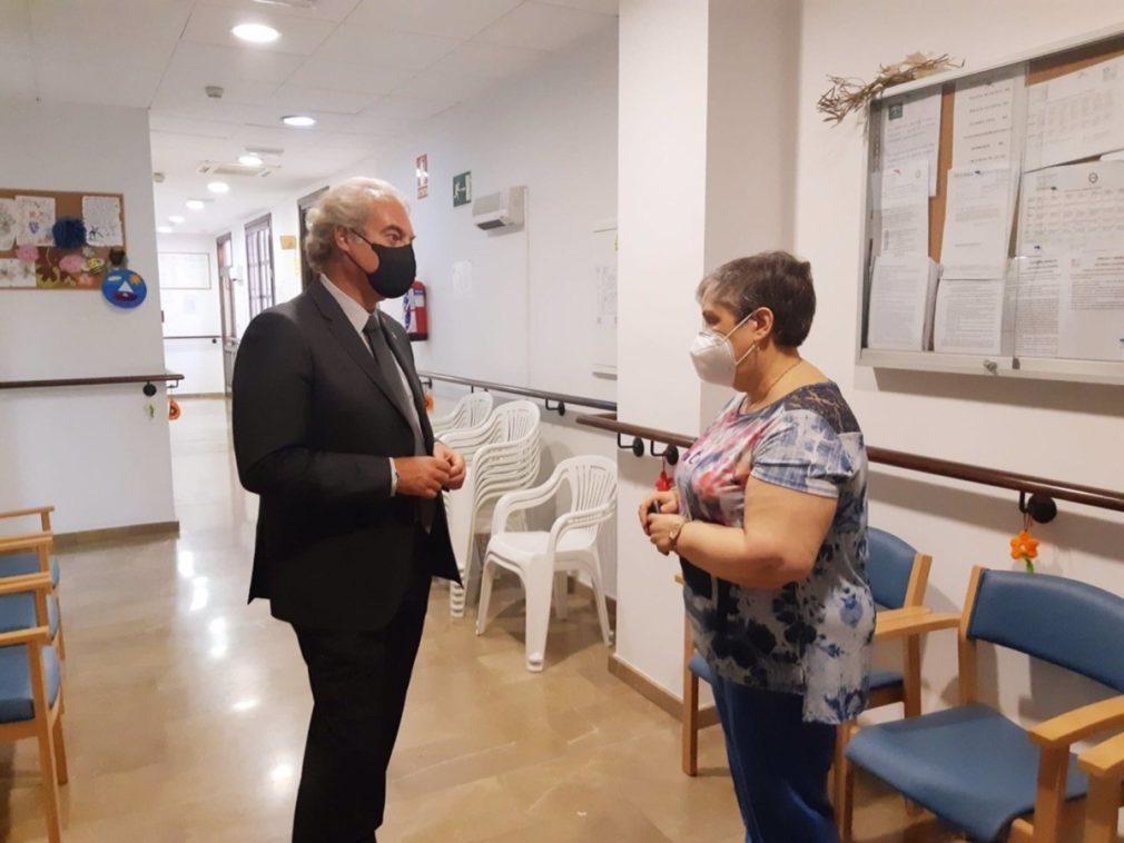 Visita del concejal de Derechos Sociales de Granada, José Antonio Huertas, al centro de día de la asociación Altaamid y las instalaciones de Fegrafa.