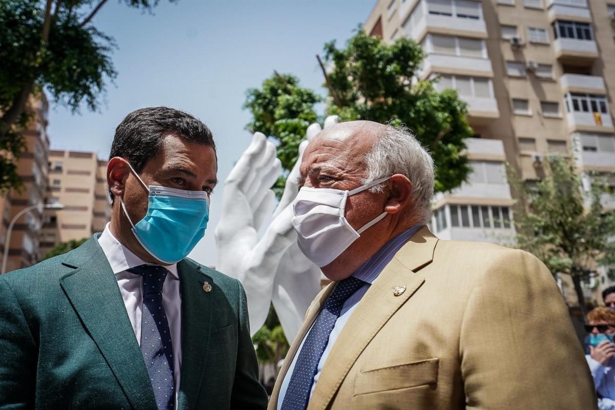 El presidente de la Junta, Juanma Moreno, junto al consejero de Salud y Familias, Jesús Aguirre, en una imagen de archivo