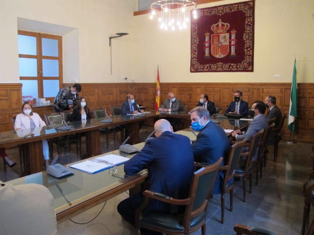 Granada.- Un centenar de funcionarios realiza horas extra por la tarde en los juzgados a través del Plan de Choque