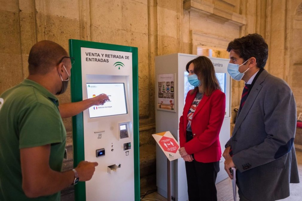 Granada.-La Alhambra instala máquina expendedora en el Palacio de Carlos V para facilitar venta y recogida de entradas