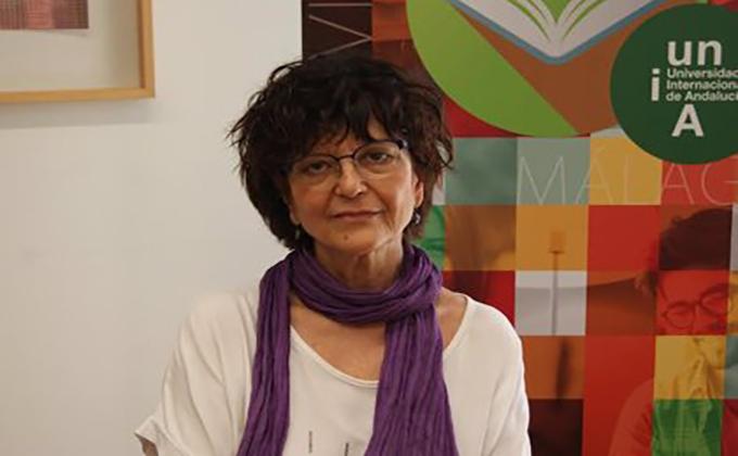 La poeta Ángeles Mora