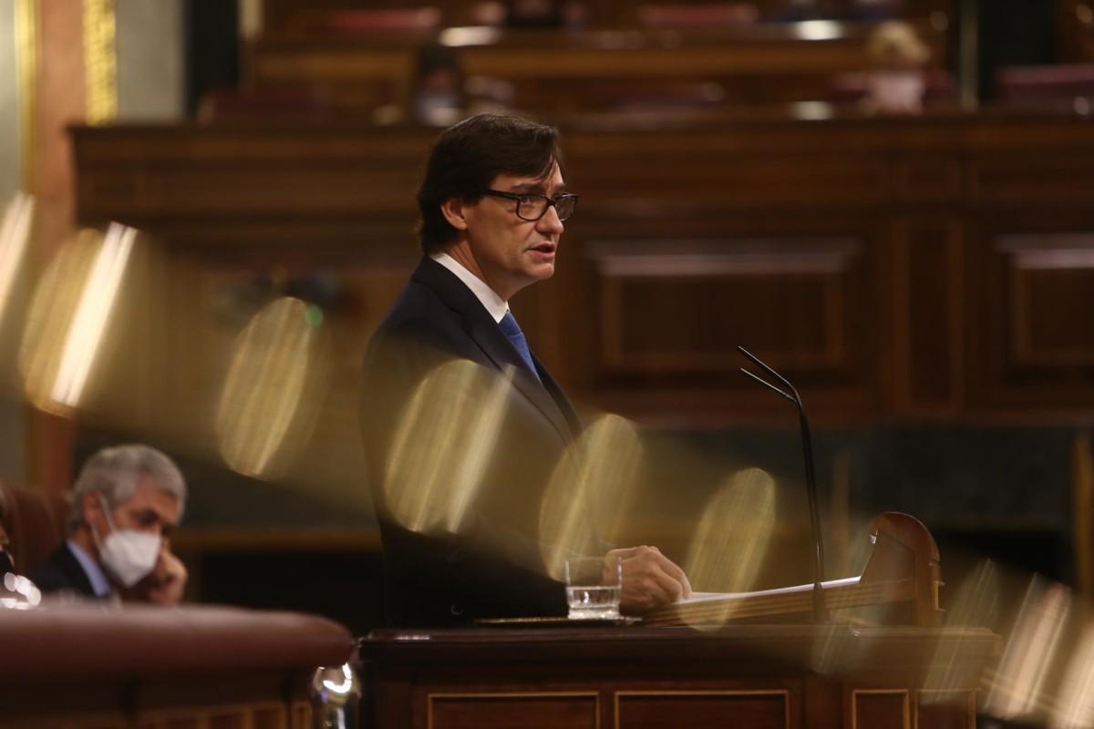 El ministro de Sanidad, Salvador Illa, interviene durante una sesión plenaria en el Congreso de los Diputados