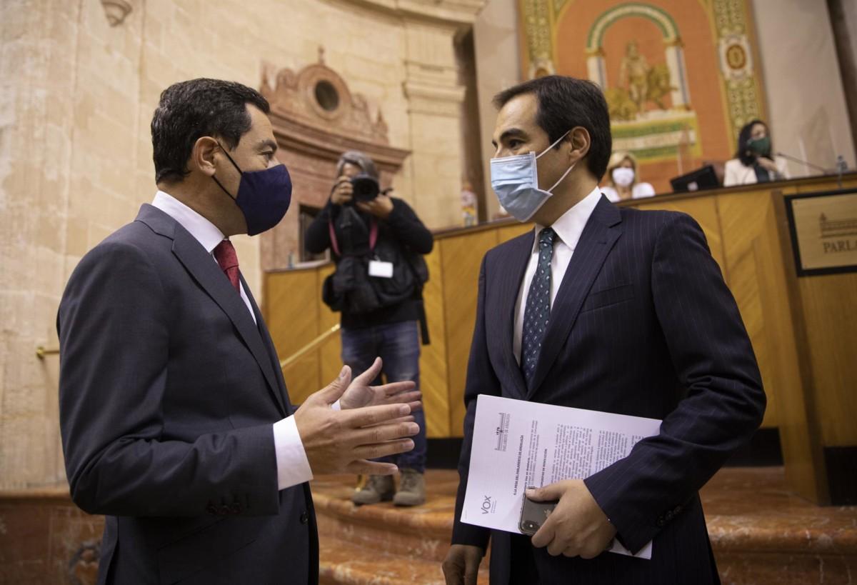 El presidente de la Junta junto al portavoz del grupo parlamentario popular, José Antonio Nieto, al inicio de la segunda jornada del Debate sobre el Estado de la Comunidad FOTO MJ López EP