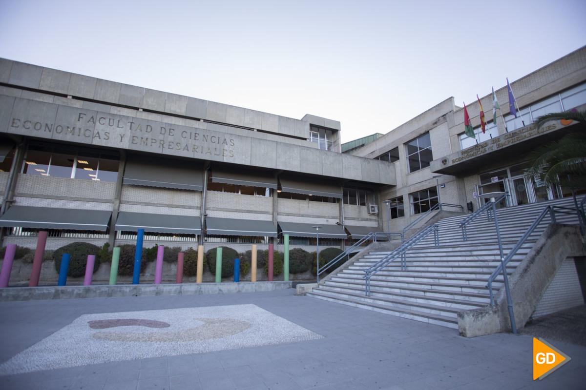 Facultades vacías en el campus universitario de la cartuja en Granada
