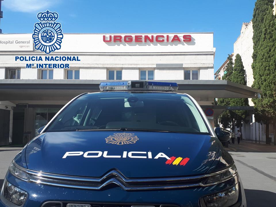 Vehículo policial en hospital (1)