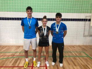 C Badminton Granada Salvador Franco Castilla, María de la O Pérez y Rubén García