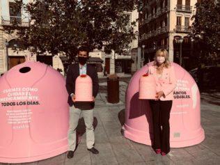 contenedor campaña solidaria 'Recicla vidrio por ellas'