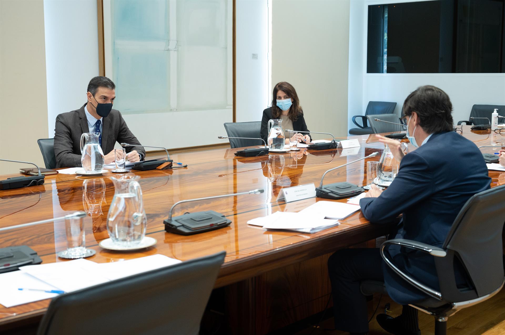 El presidente del Gobierno, Pedro Sánchez, y el ministro de Sanidad, Salvador Illa, durante la reunión del Comité de Seguimiento del Coronavirus,