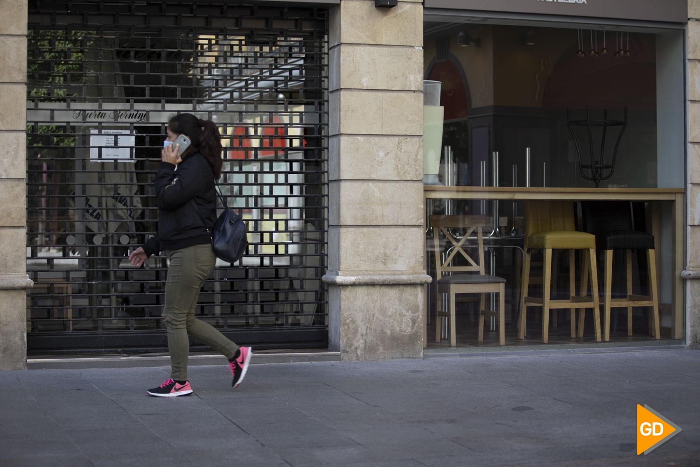 Comercios y bares de Granada tras el nuevo cierre por las nuevas restricciones de la Junta de Andalucia por el coronavirus