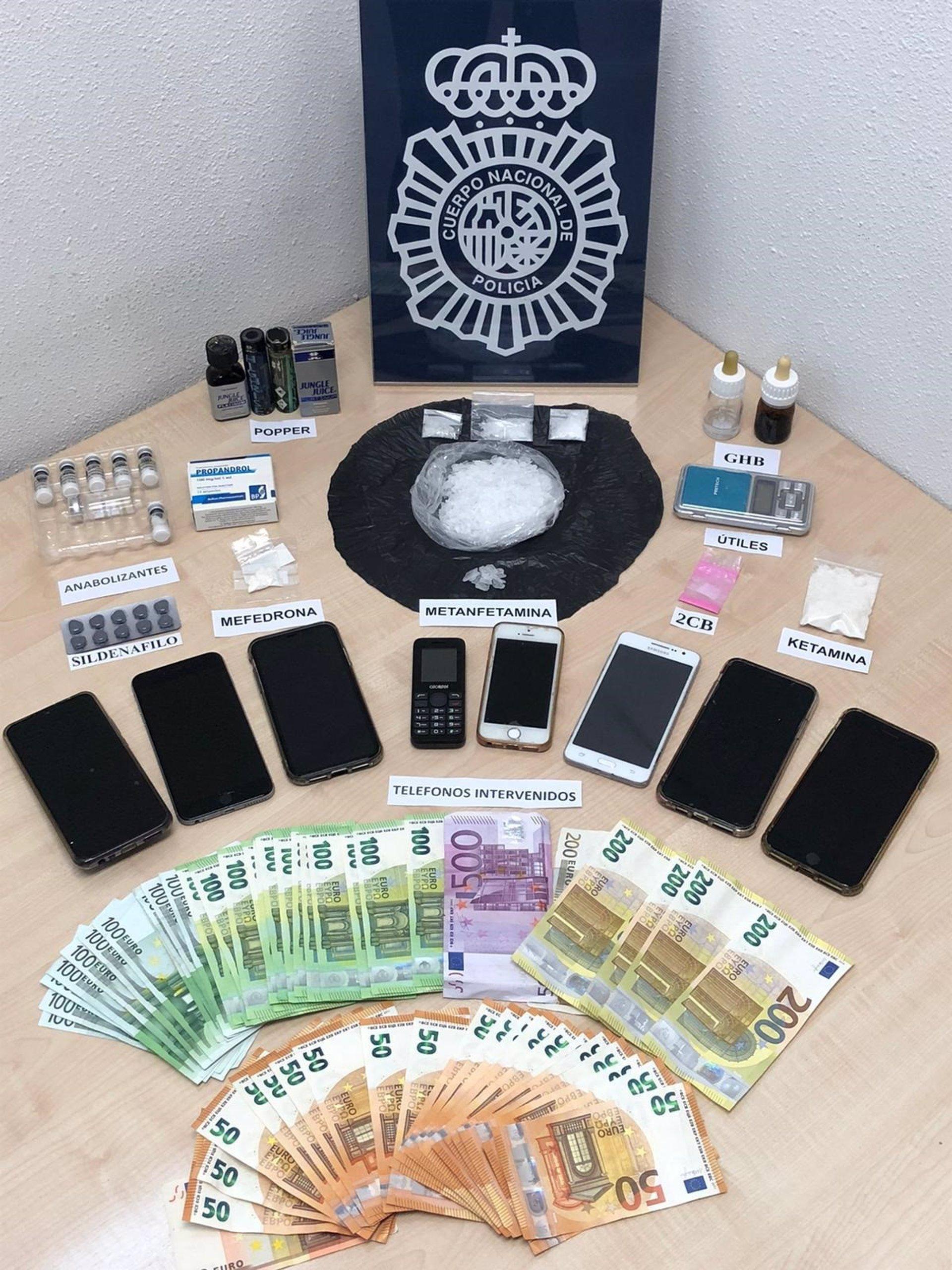 Granada.- Policía halló en las casas de Amargo otras drogas como GHB, ketamina, 2CB y Popper; así como 8 móviles y 6000?