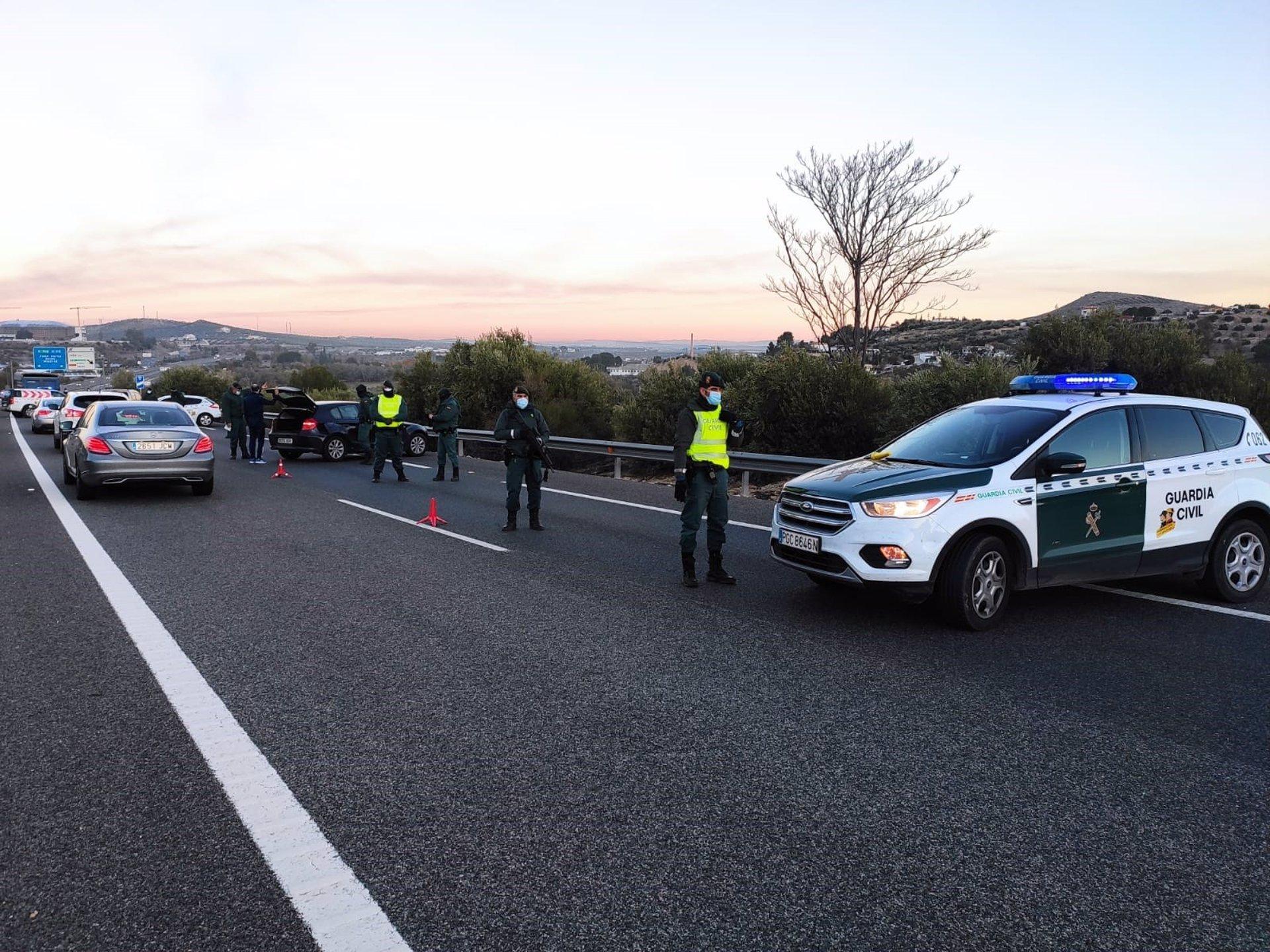 Jaén.- Sucesos.- Dos detenidos y 15 kilos de hachís intervenidos en un control de movilidad en la A-44, en la capital