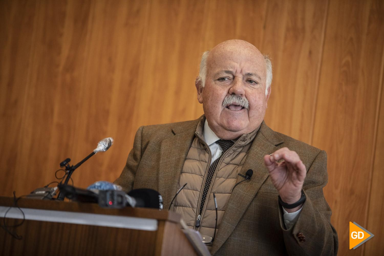 El consejero de salud de la Junta de Andalucia Jesus Aguirre en la rueda de prensa de la inauguración de la nueva sala UCI del Centro de salud Doctor Oloriz en Granada