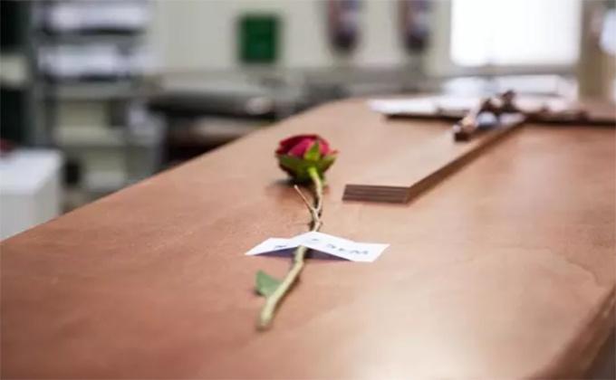 rosa féretro servicios funerarios Madrid previa a la incineracion Foto Joaquín Corchero Europa Press