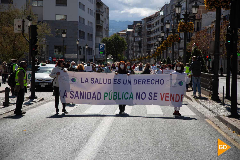 FOTOS Unas 300 personas se han manifestado en Granada en contra de la privatización de la sanidad pública andaluza