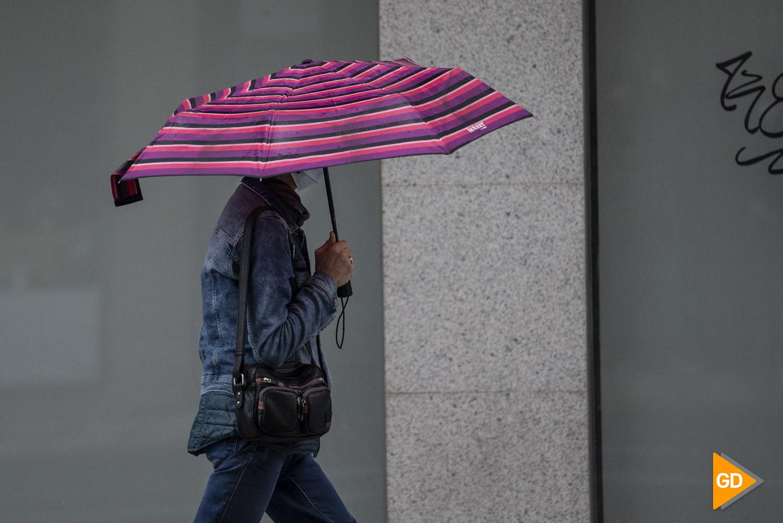 Ciudadania con lluvia en Granada