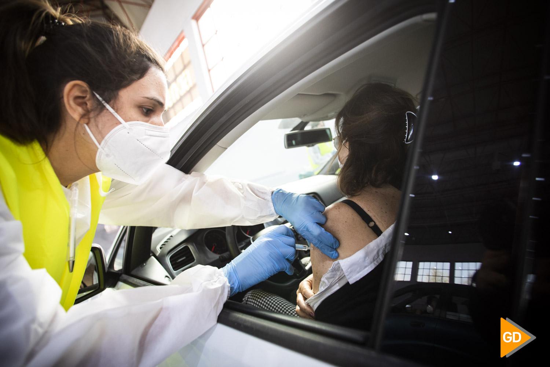 Vacunación de los mayores de 60 y menores de 80 años en la feria de muestras de Armilla en Granada