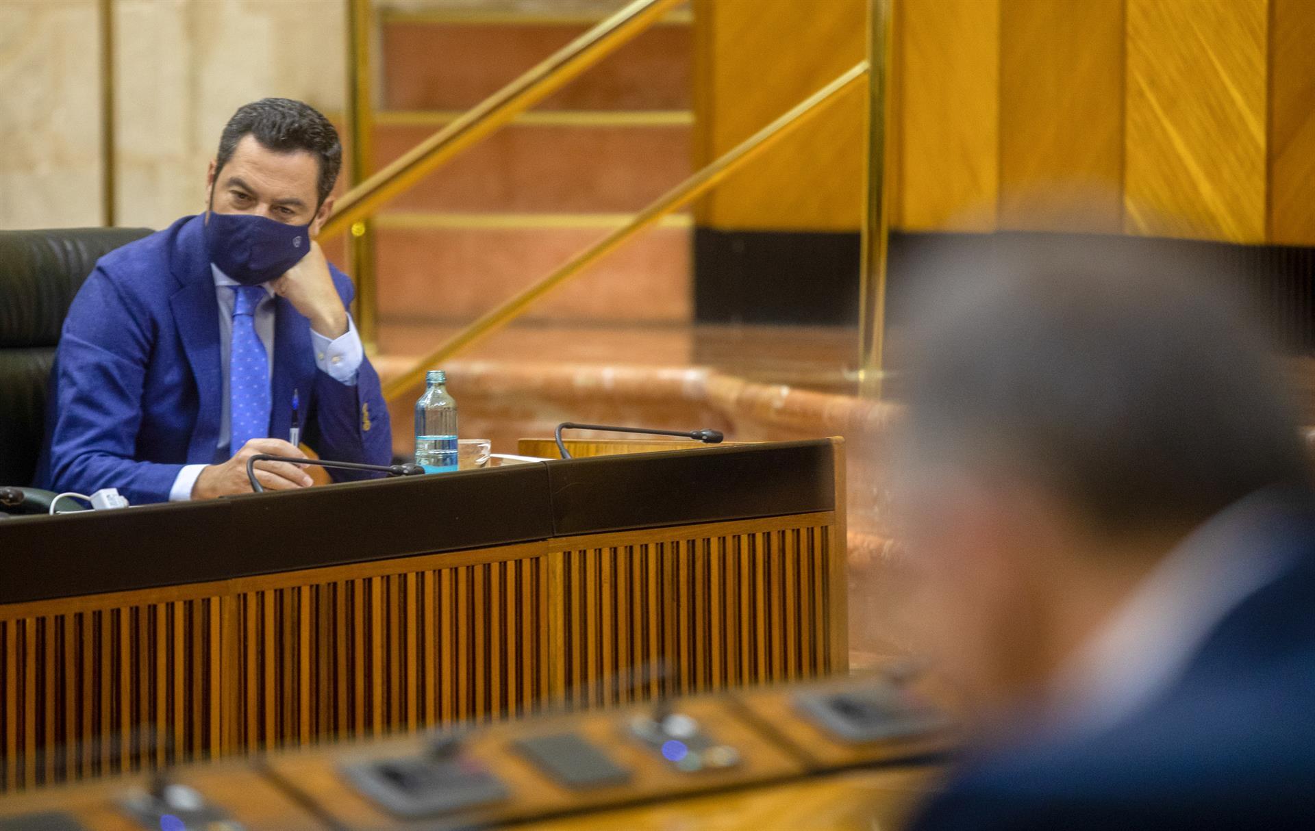 El presidente de la Junta de Andalucía, Juanma Moreno, en una foto de archivo en el Pleno del Parlamento. – María José López – Europa Press