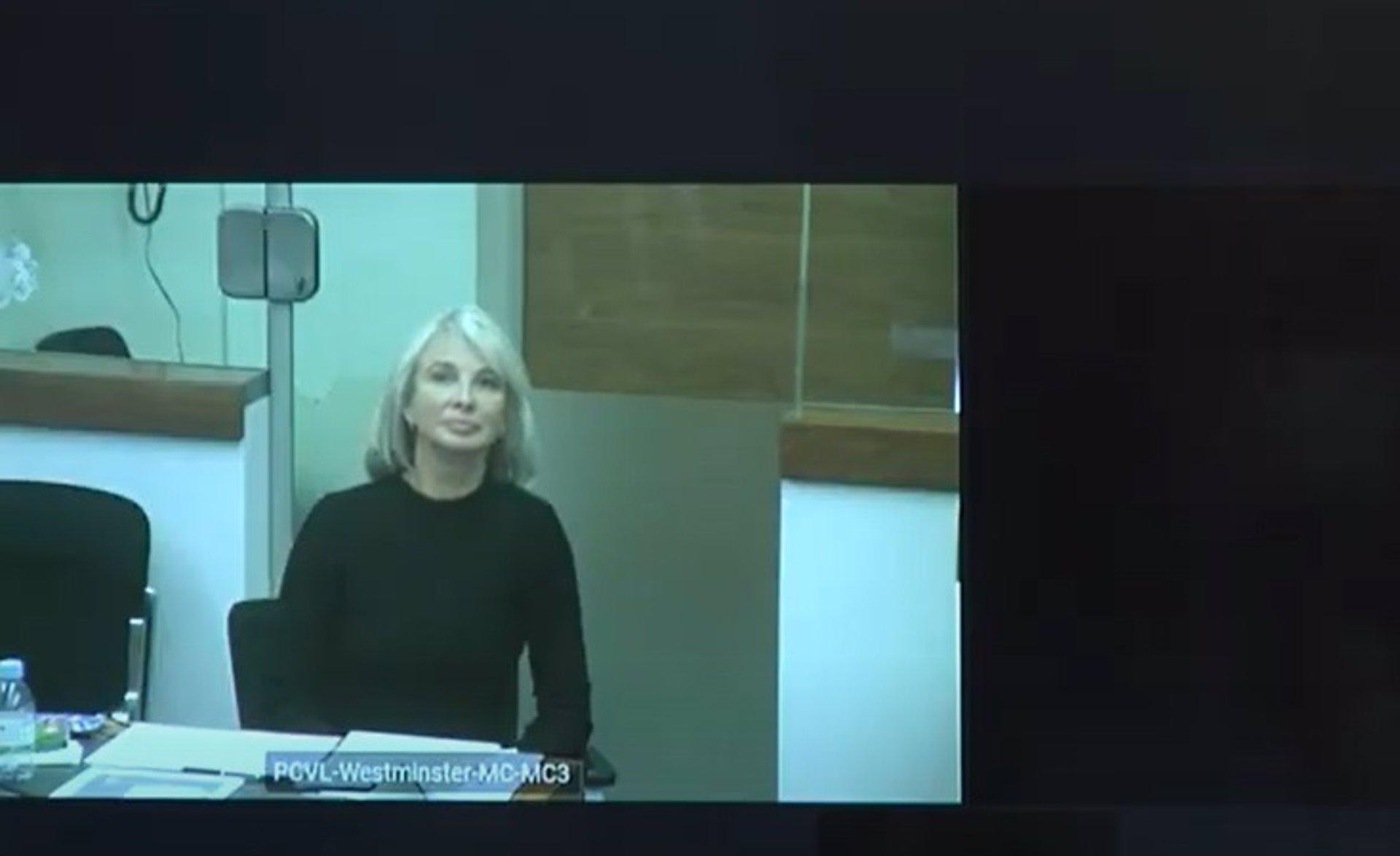 AV.- Corinna demanda al emérito ante justicia londinense y pide que no pueda acercarse a 150 metros de sus residencias
